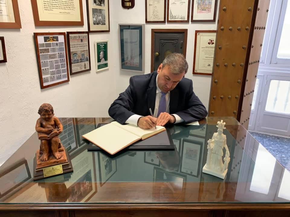 Rafael Fernández Bernal, CEO de Bayport, ingresa en el Ateneo de Cádiz.